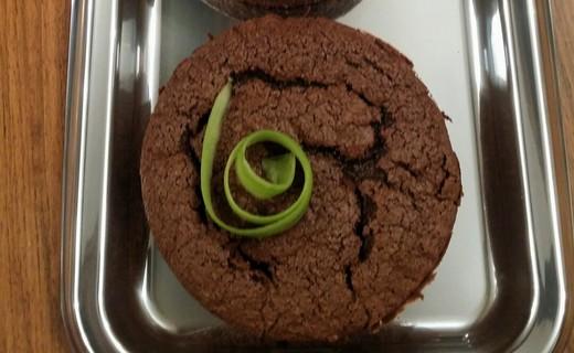 recette de moelleux au chocolat et courgette sans beurre. Black Bedroom Furniture Sets. Home Design Ideas